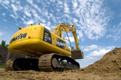 Il primo escavatore ibrido di Komatsu in Italia