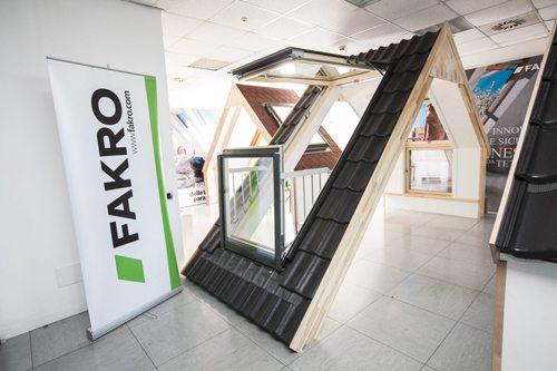 Fakro finestre da tetto orientate al futuro youtrade web - Finestre mansarda prezzi ...