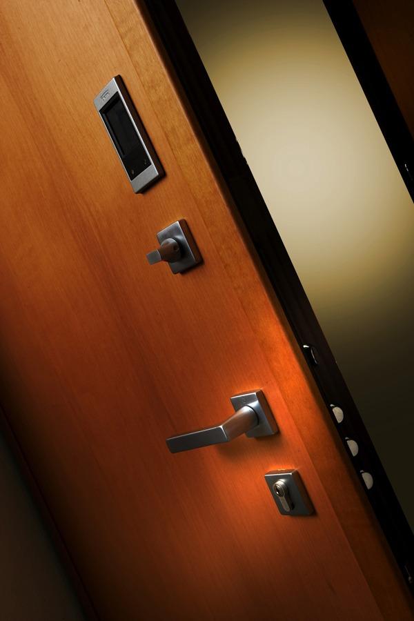 Dierre hibry la porta blindata con doppia apertura - Limitatore apertura porta blindata ...