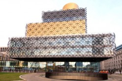 Fila nella più grande biblioteca d'Europa