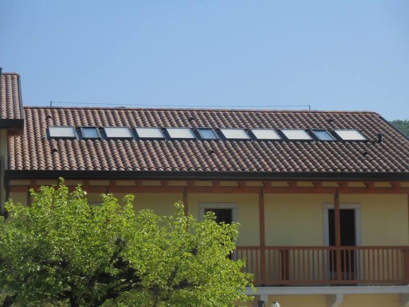 Finestre da tetto fakro e collettori solari per pahor for Finestre tetto fakro
