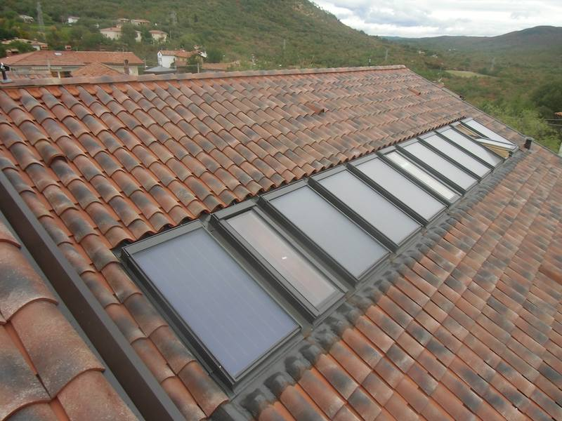 Finestre da tetto fakro e collettori solari per pahor for Finestre per tetto