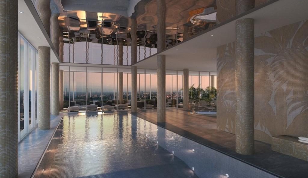 La piscina al 23° piano della torre Aykon Nine Elms progettata da Versace Home