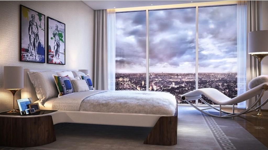 La camera da letto firmata Versace di uno dei 360 appartamenti  della torre Aykon Nine Elms