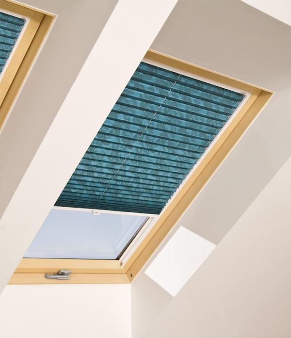 Nuove tende plissettate aps fakro per finestre da tetto for Finestre tetto fakro