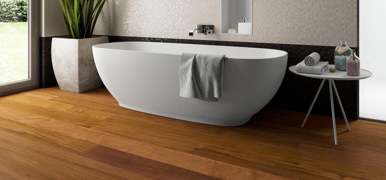Parquet woodco in teak anche per bagni e cucine youtrade web - Pavimento in legno per bagno ...
