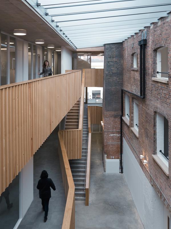 A londra l 39 ex fabbrica che diventa architettura for The foundry architecture 00