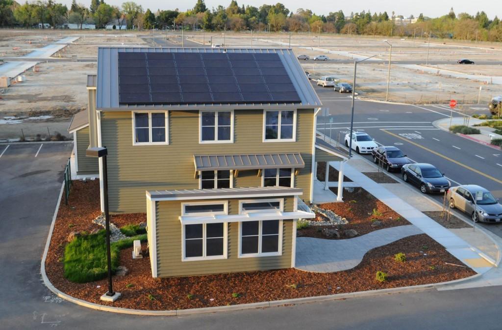 La Honda Smart Home nel campus dell'Università della California a Davis progettata da Michael Koenig ingegnere della casa automobilistica nel