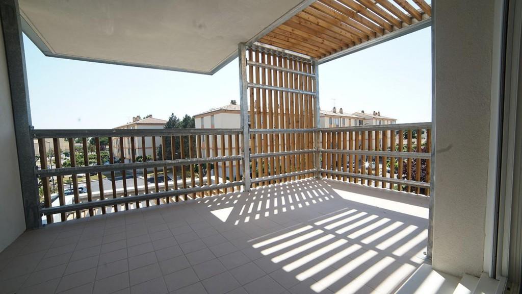 I balconi dell'edificio progettato dallo studio Thomas Landemaine Architectes