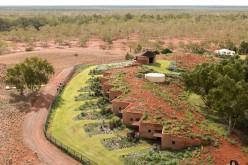 Dall'Australia alla Svizzera: tetto in sabbia e terra battuta