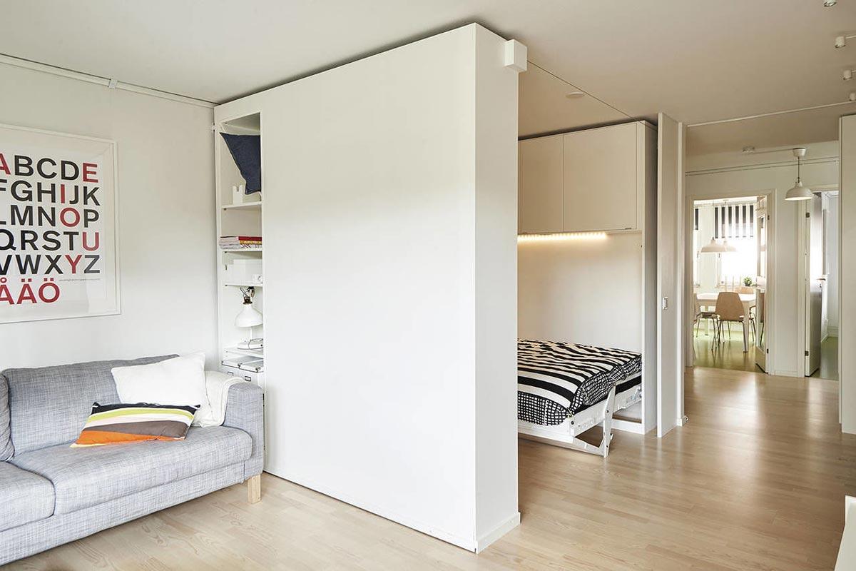... parete divisoria scorrevole dimezza lo spazio e crea una camera da