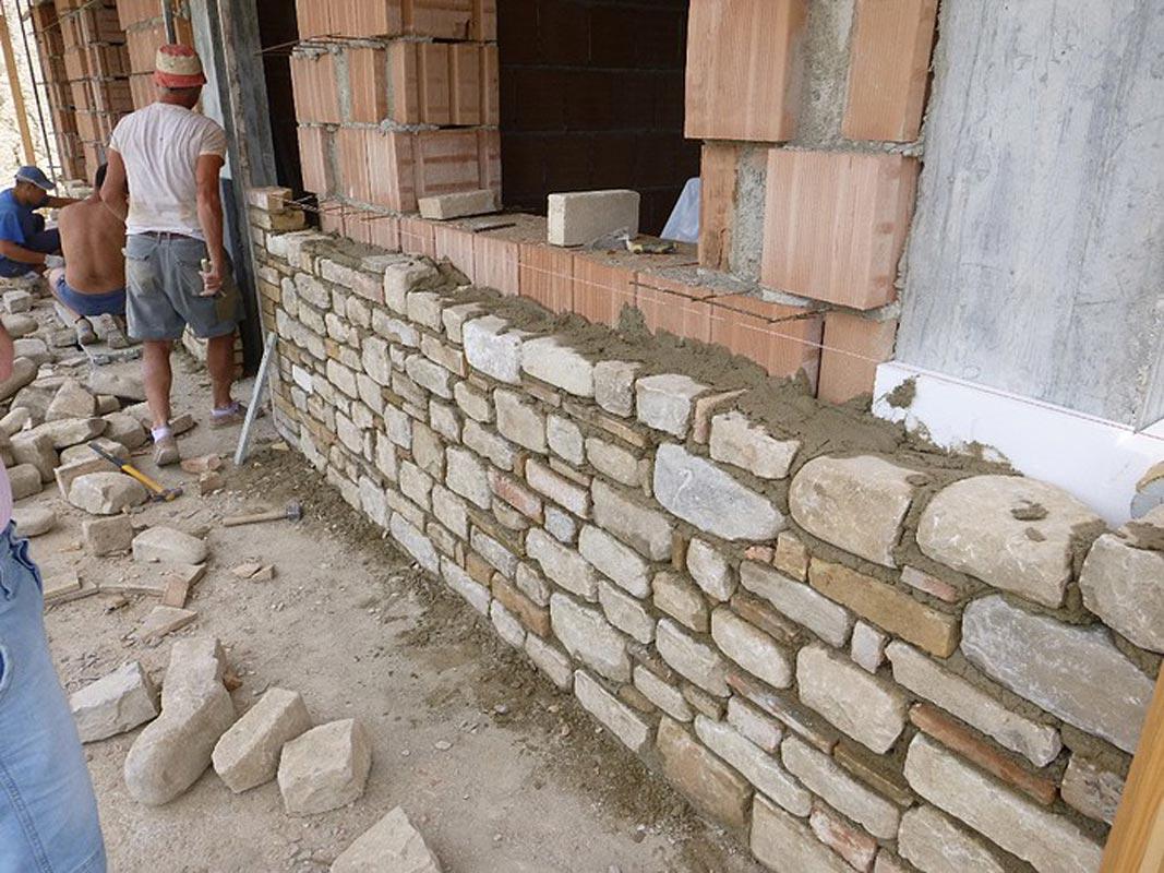 Lana di roccia dietro le pietre della tradizione for Rivestimento in mattoni per case