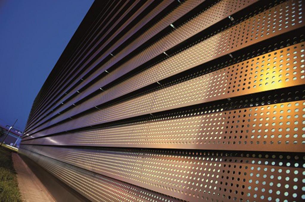 La finitura Metallics della nuova soluzione REDAir, di ROCKWOOL, per il rivestimento delle facciate ventilate,