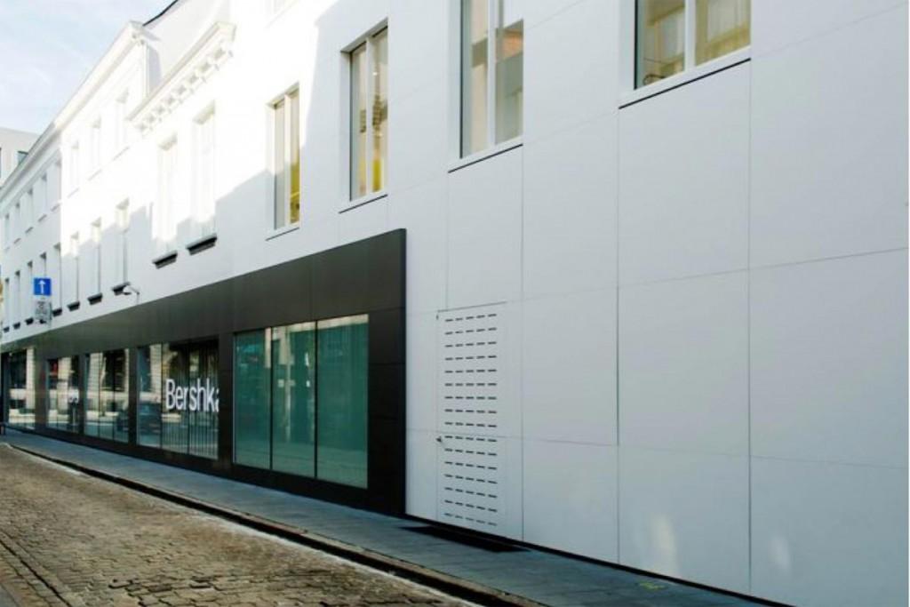 Il negozio Bershaka ad Anversa con le lastre in pietra acrilica HI-Macs