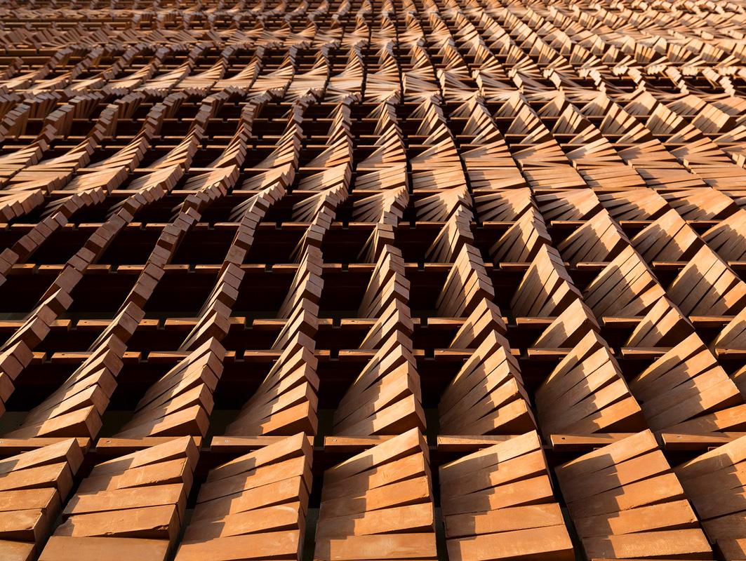 A tehran il mattone diventa un velo islamico youtrade web for Piani di fattoria in mattoni