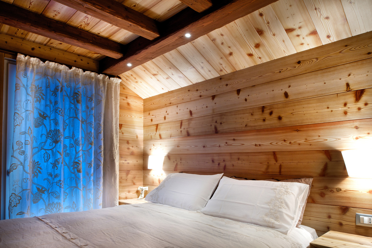 Nelle dolomiti con mobart ben in casa entra il legno for Illuminazione camera da letto matrimoniale