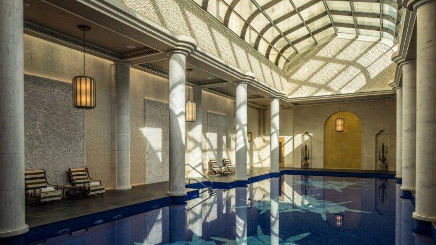 Una delle piscine con il fondo a mosaico Sicis