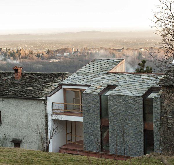 La casa di mezza montagna tra le colline piemontesi di for Planimetrie della casa di montagna