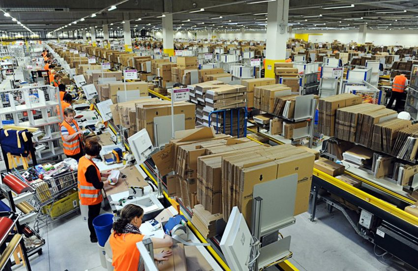L'interno di un magazzino di Amazon