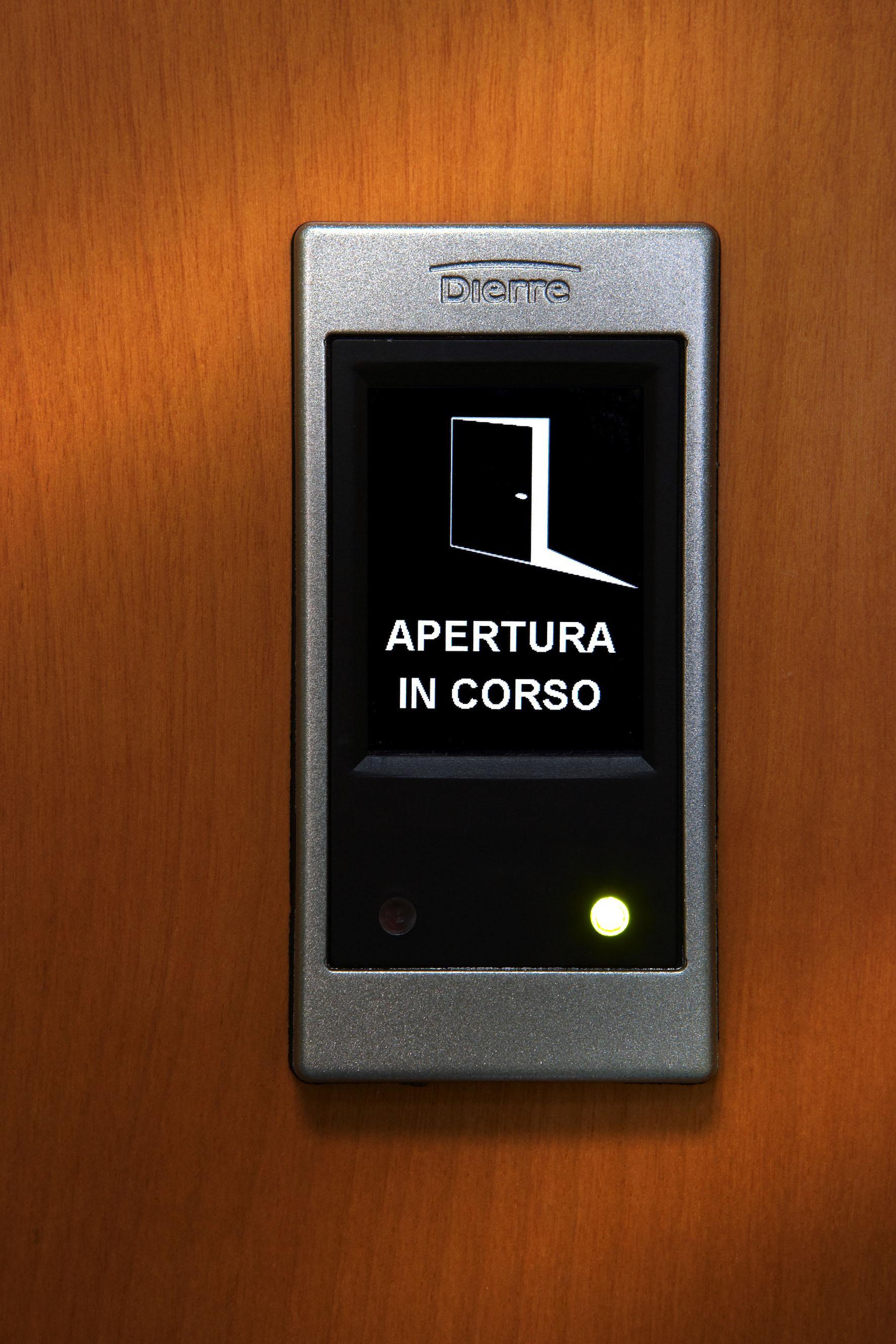 dierre-porta-blindata-hibry-lato-interno-dettaglio-della-mostrina-2-17963