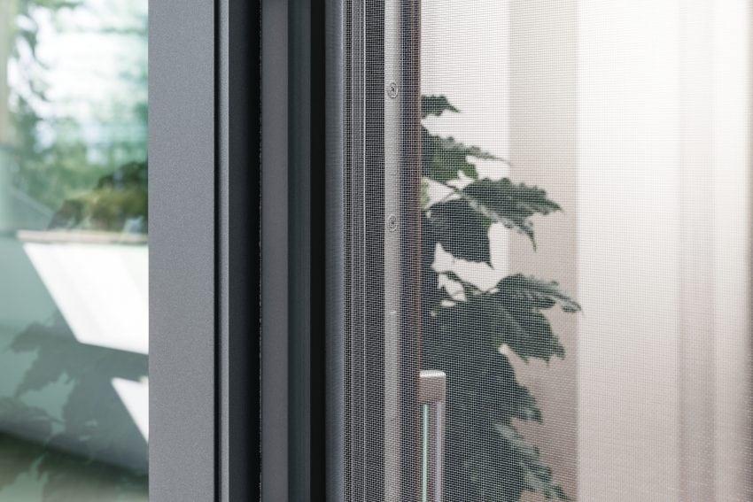 Porta-finestra alzante scorrevole KAB (PVC-alluminio)_dettaglio zanzariera