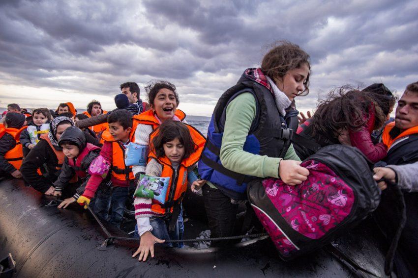 Donne e bambini siriano sbarcano a Lesbo (Grecia)