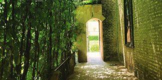 Casa con barriera verde