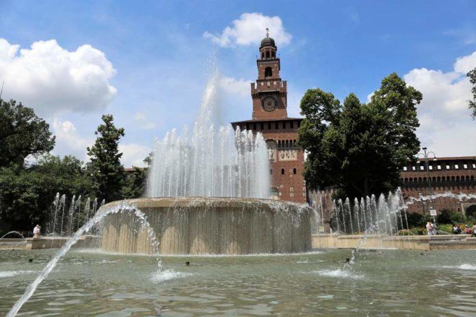 La fontana davanti al Castello Sforzesco di Milano