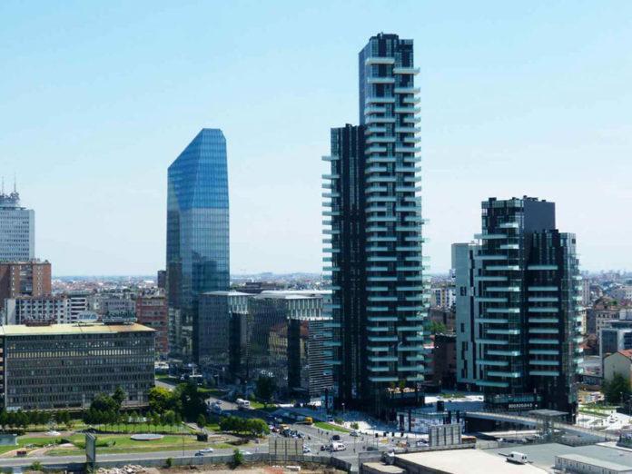 Al centro, la torre Aria, a Milano