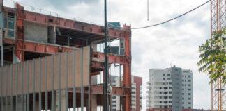 La demolizione del vecchio centro delle Poste a Milano