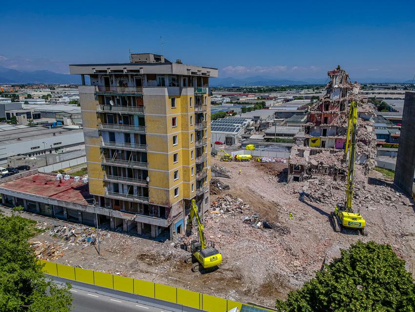 Demolizione a Zingonia (Bergamo)