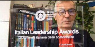 GiulianoDall'O, presidente di Gbci, con la targa del premio