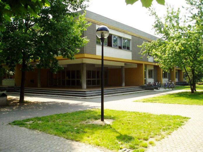 Scuola media a Cavenago Brianza (Monza Brianza)